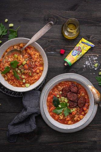 Fantastischer Kichererbsen Eintopf mit Süßkartoffeln & Orzo Nudeln – veganes 30 Minuten Rezept, optional mit Chorizo-Topping