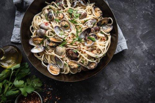 Spaghetti alle vongole. Ruck Zuck Rezept für Pasta mit Venusmuscheln.