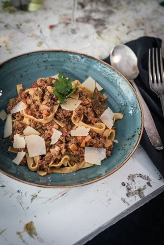 Ragù alla Bolognese mit Tagliatelle. Das Originalrezept aus der Emilia-Romagna. - trickytine