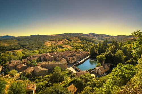 Hey, Remote Workers: These Picturesque Italian Towns Will Pay Your Rent