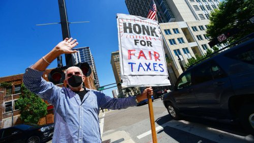 """25 Richest Americans Pay Few Taxes — Partly Thanks to the """"Family Fund"""" Loophole"""