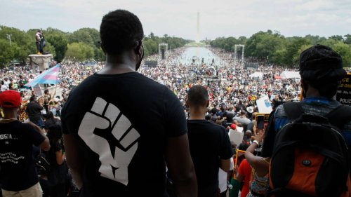 Chomsky: Protests Unleashed by Murder of George Floyd Exceed All in US History