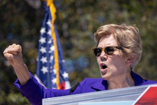 """Elizabeth Warren Calls for Breaking Up """"Ungovernable"""" Scandal-Ridden Wells Fargo"""