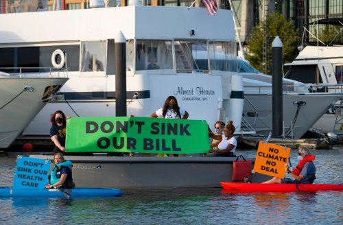 Protest at Manchin's Yacht Demands End to His Obstruction of Reconciliation Bill