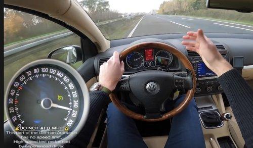 VIDEO - Regardez ce qu'une vieille Golf R32 peut faire sur l'autoroute !