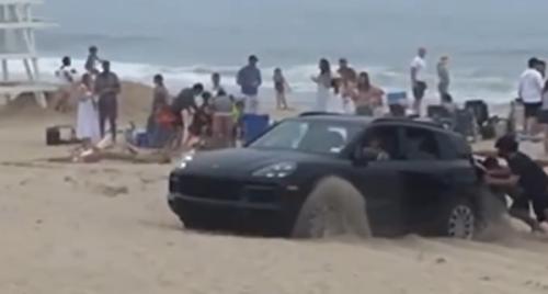 VIDEO – La honte publique en Porsche Cayenne