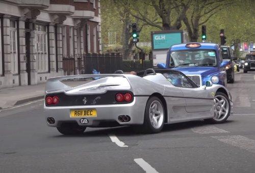 VIDÉO - Cette Ferrari F50 en échappement libre fait hurler son V12 dans les rues de Londres