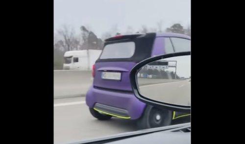 VIDEO - Une Smart qui déboite à 200 km/h sur l'autoroute ?