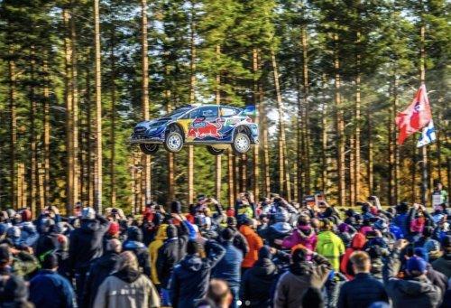 VIDEO - Le saut terrifiant d'Adrien Fourmaux au Rallye de Finlande