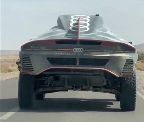VIDEO - Le nouveau monstre d'Audi roule tranquillement au Maroc