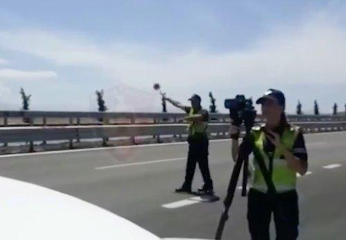 VIDEO - Une Lamborghini passe à 225 km/h devant le radar des policiers !