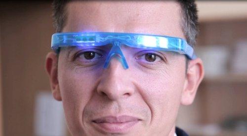 Российские ученые разработали очки от бессонницы