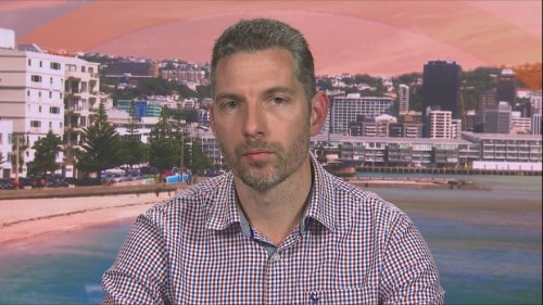 Lower Hutt teacher considers return to South Africa as border closure continues to keep him away from family