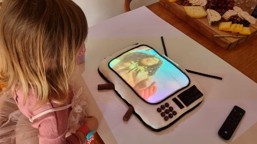 Clarke Gayford gets creative to fulfil Neve's 3rd birthday cake request