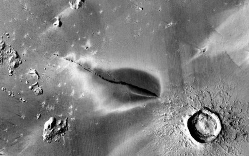 Mars earthquakes lead scientists to believe volcanoes are active