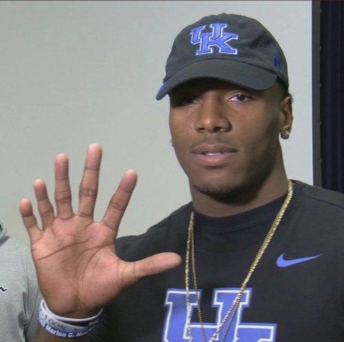 Kentucky LB Has 6 Fingers