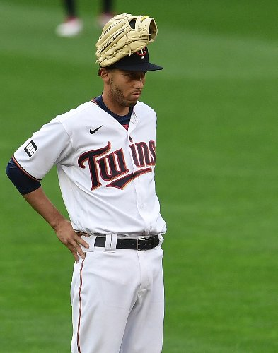 Andrelton Simmons returns to Twins; Byron Buxton out
