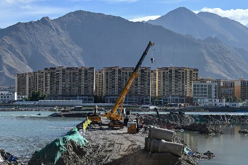 Building boom heightens divisions in Tibet's Buddhist capital