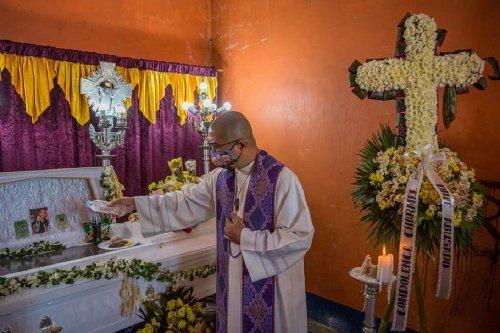 Philippine priest aims broadside at 'liar' Duterte