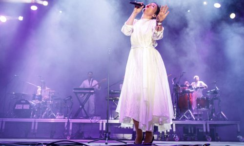 Jessie Ware Releases Disco-Ready Video For 'Please'