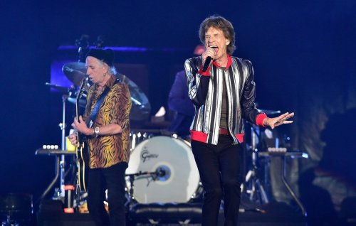 The Rolling Stones pay tribute to Charlie Watts as they kick off No Filter tour