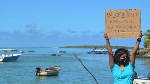In Mauritius, Locals United to Keep an Oil Spill at Bay