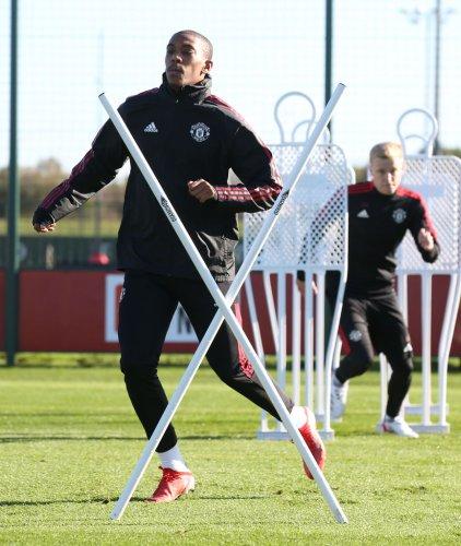 4-3-3: Predicted Manchester United XI v Liverpool: Sancho and Cavani start