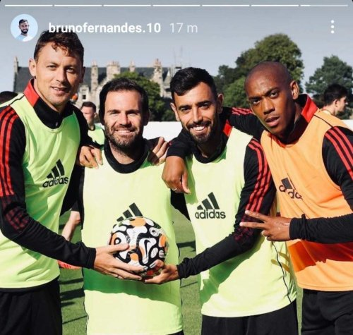 Photo: Anthony Martial back in Manchester United training with new haircut