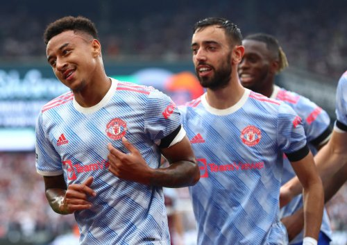 Bruno Fernandes celebrates Manchester United win and praises teammate, Ighalo responds