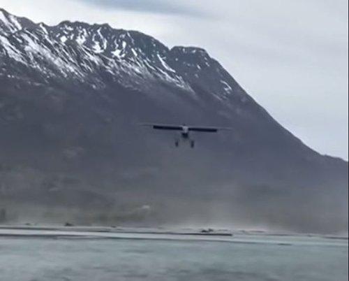 Insane Headwind Allows Plane To Practically Land Vertically