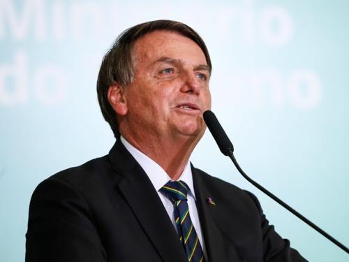 Reprovação ao governo Bolsonaro cai, aponta pesquisa PoderData/Band