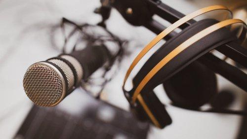 Tudo o que você precisa para começar seu podcast gastando pouco