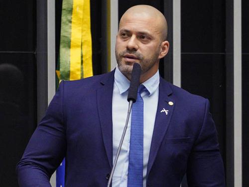 Relator dá parecer por afastamento do deputado Daniel Silveira por seis meses