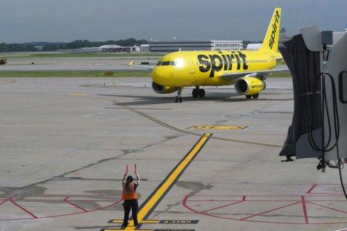Spirit cancels hundreds of flights, leaving long lines at Orlando airport