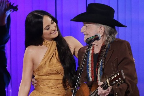 Willie Nelson won't return to live shows until everybody is vaccinated