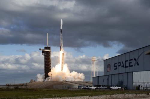 SpaceX launches U.S. spy satellite; Falcon 9 first stage returns