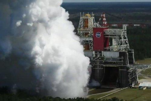 NASA's moon rocket roars for successful test firing