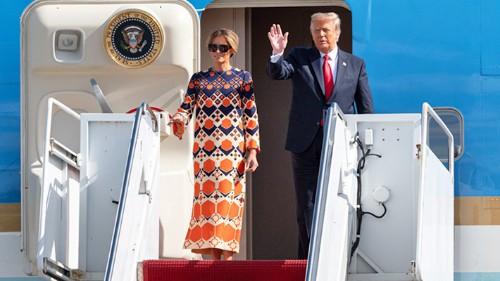 Melania Trump's Outfit Change And Refusal To Pose For Photos Say A Lot