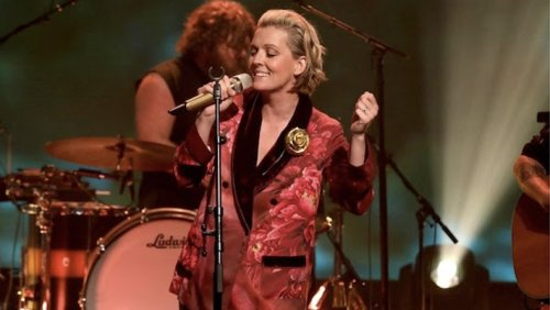 Brandi Carlile Plays 'You And Me On The Rock' With Lucius On 'Ellen'