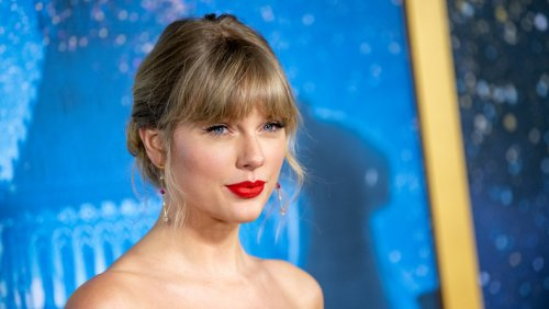Taylor Swift's Re-Recorded 'Fearless' Album Goes No. 1