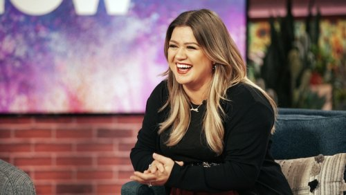 Kelly Clarkson Once Pooped And 'Destroyed' A Trash Can During A Show