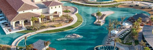 A Coastal Wonderland of Pools, Golf and Tacos