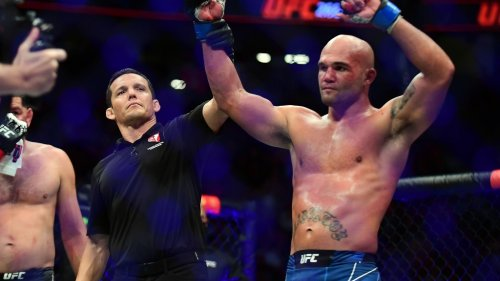 UFC 266 results: Robbie Lawler stops bloodied Nick Diaz after unusual fight-ending sequence