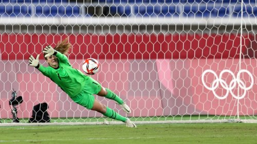 USWNT's Alyssa Naeher dreamed of playing hoops under Geno Auriemma