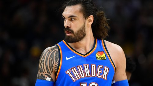 Steven Adams photoed apparently bringing groceries into Orlando bubble