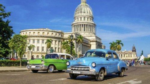 Cuba asks tourists not to bring cash dollars