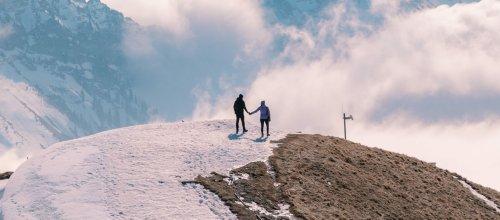 En Suisse, des militants écolos organisent des « enterrements » de glaciers disparus