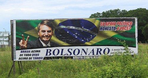 Présidentielle au Brésil : WhatsApp au cœur d'une campagne de désinformation