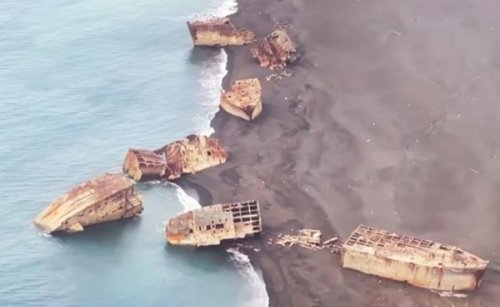 Volcano in Japan has raised «ghost ships» ashore
