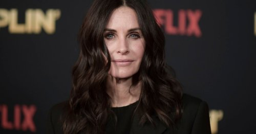 Courteney Cox Keeps Oil and Shine in Check With These Face Blotting Sheets
